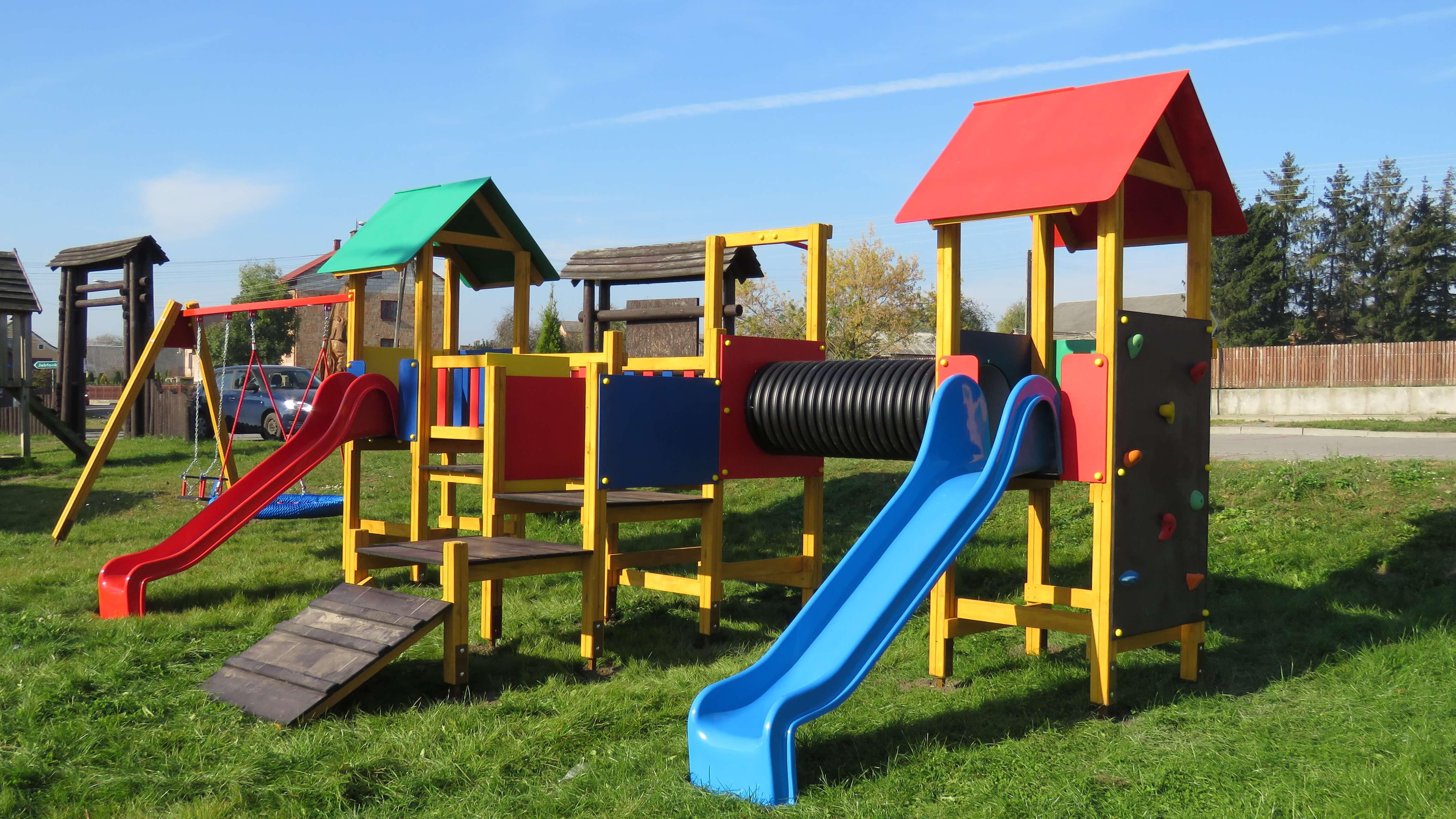 Nowy plac zabaw na terenie rekreacyjnym w Kołakach Kościelnych